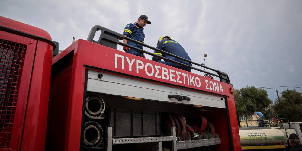Πυρκαγιά πίσω από τη χωματερή στη Φυλή: Επιχειρούν 10 οχήματα και 30 πυροσβέστες