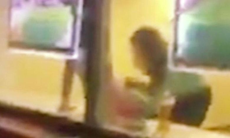 Ακατάλληλο βίντεο: Του έκανε στοματικό μέσα στην τράπεζα!