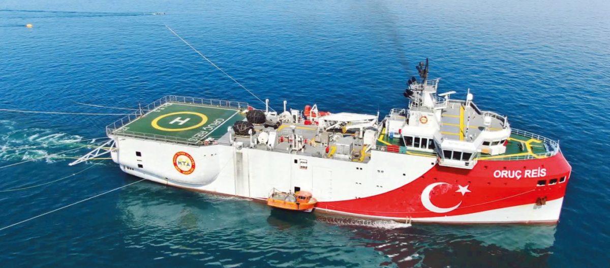 Η Άγκυρα ετοιμάζει μείζονα κρίση: Στέλνει πολεμικά πλοία & υποβρύχια μαζί με το Oruc Reis στην κυπριακή ΑΟΖ