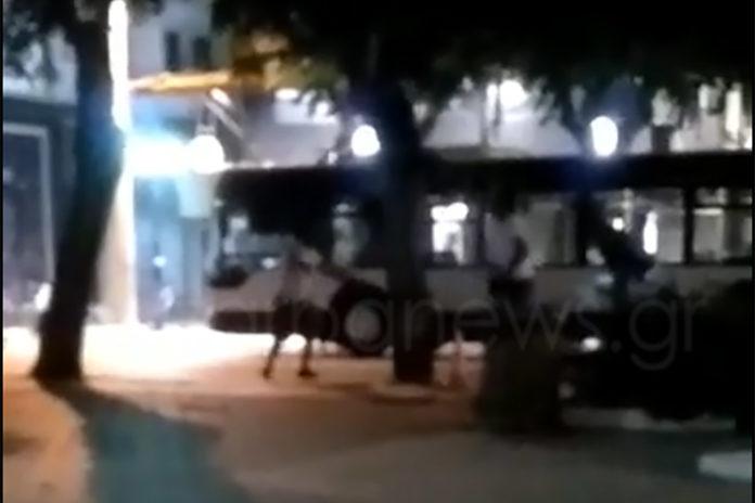 «Γκέτο» το κέντρο των Χανιών – Δέρνονται και κυνηγιούνται στην πλατεία 1866 | Video