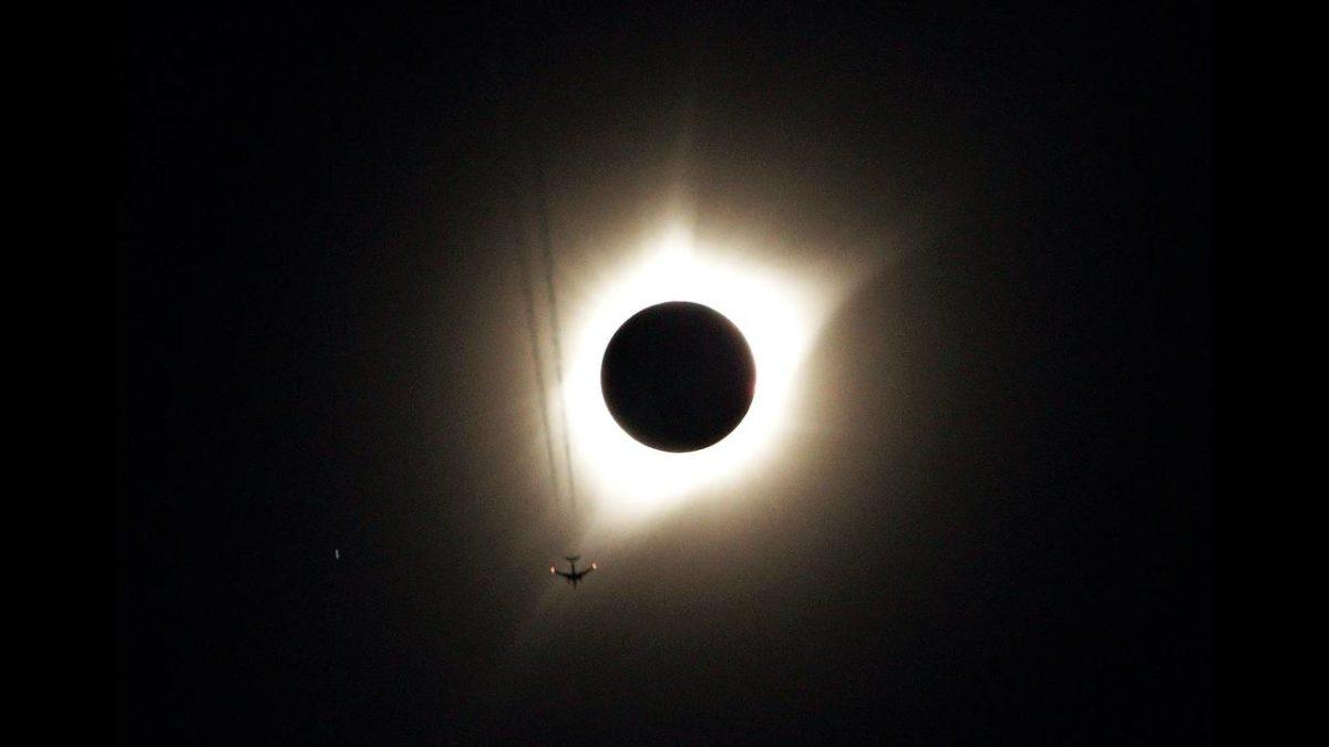 Ολική έκλειψη Ηλίου αύριο – Πού θα είναι ορατή