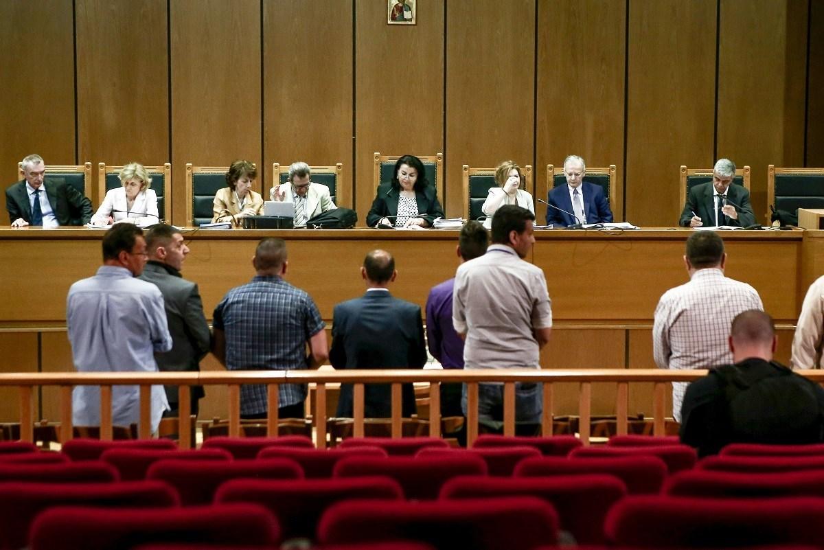 Δίκη ΧΑ: Κανείς από τους 18 κατηγορούμενους δεν είδε, δεν μίλησε, δεν άκουσε για τη δολοφονία Φύσσα