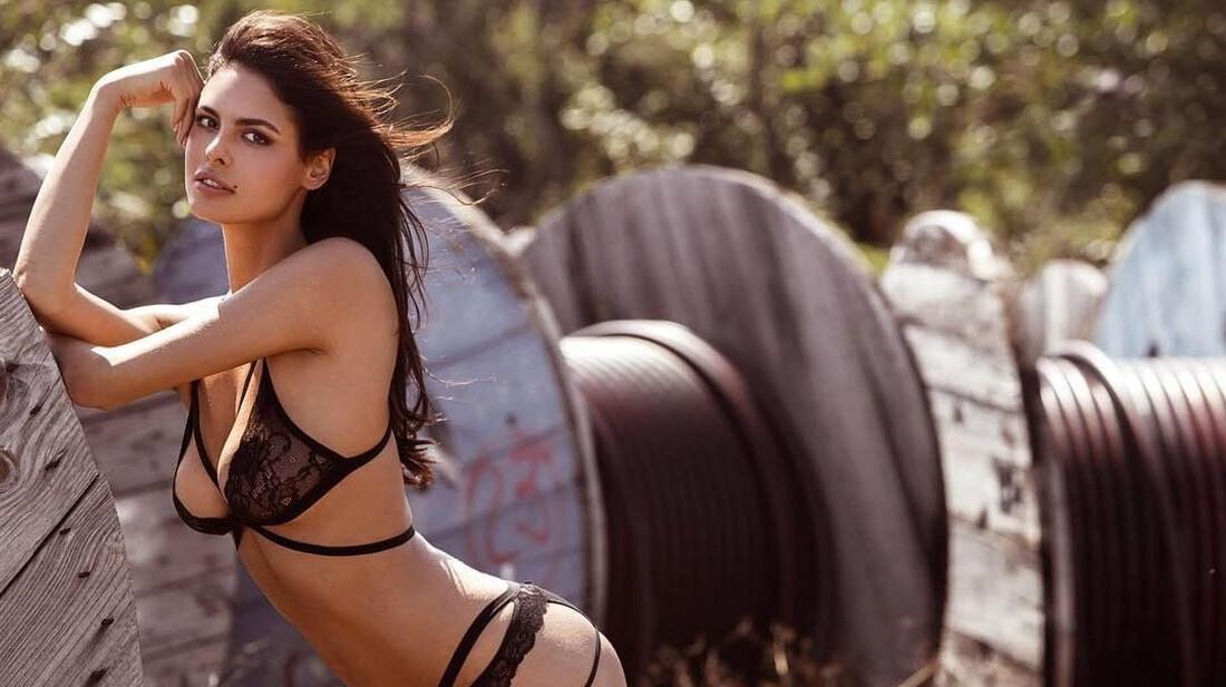 H Bojana Krsmanovic ζητάει το ενδιαφέρον σου