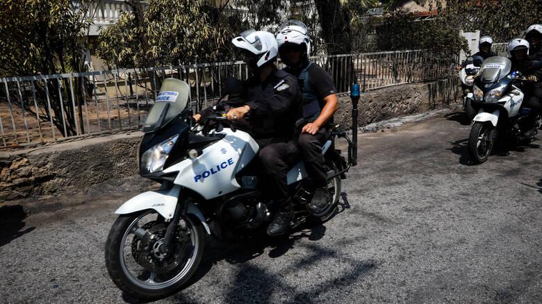 Αστυνομική καταδίωξη κλεμμένου αυτοκινήτου στον Κολωνό
