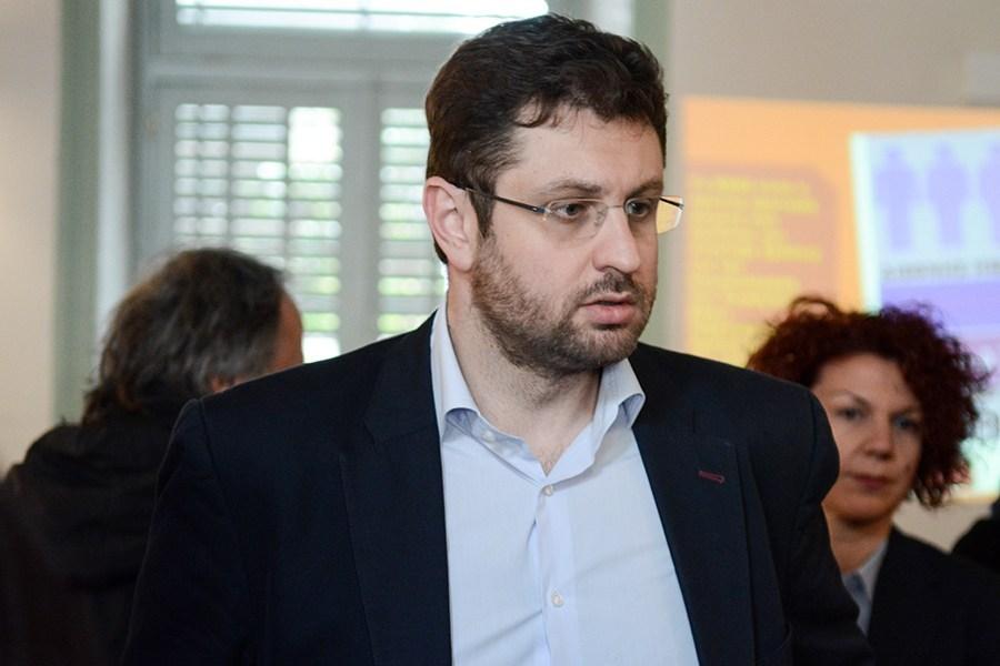 «Ο έξι μηνών πολιτικός κρατούμενος να αποπέμψει τον φιλοχουντικό γ.γ. τουρισμού»