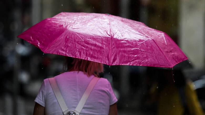 Καιρός: Ετοιμαστείτε για βροχές και καταιγίδες – Πού θα χτυπήσει η κακοκαιρία τις επόμενες ώρες