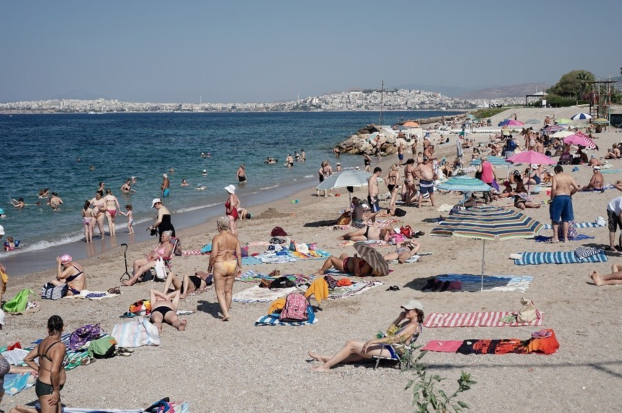 Εθνικές εκλογές: Γεμάτες οι παραλίες – Μέτρια η προσέλευση στις κάλπες