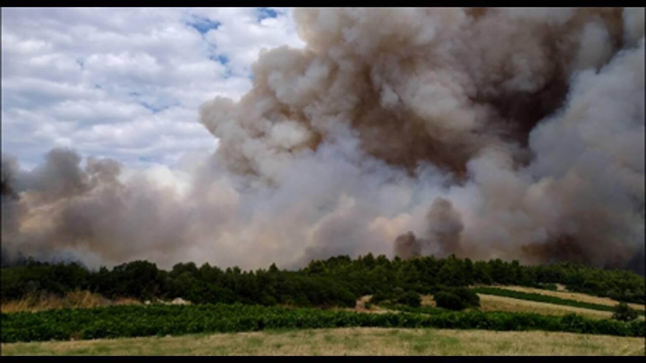 Φωτιά στην Τανάγρα: Απομακρύνθηκαν προληπτικά δύο άτομα από μοναστήρι