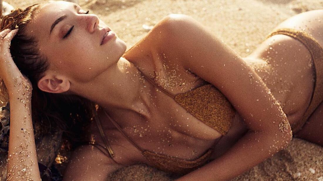 Κάποια στιγμή να γίνει φωτογραφική συλλογή με κορίτσια στην άμμο