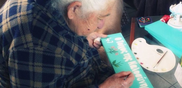 Κρήτη: Πέθανε η κυρία Μαρία που μοίραζε Ανθρωπιά μέσα απο τα πινακάκια της | ΦΩΤΟ