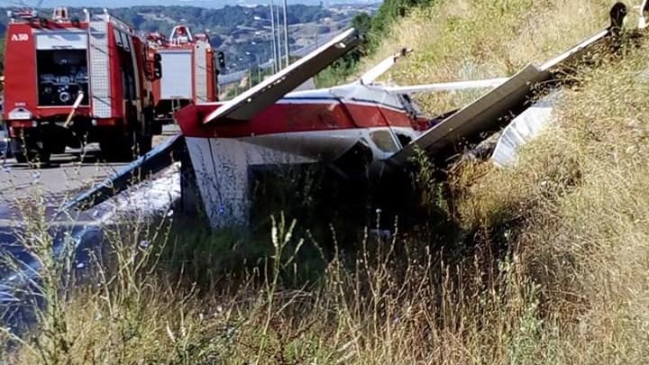 Οι πρώτες εικόνες από τον τόπο του ατυχήματος με το αεροσκάφος στα Γρεβενά – ΦΩΤΟ