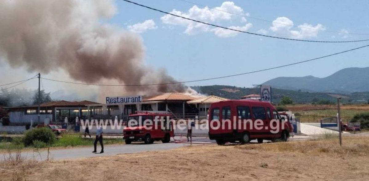 Κάηκε τουριστική επιχείρηση – Τραυματισμός πυροσβέστη και τροχαίο κατά τη μεταφορά του