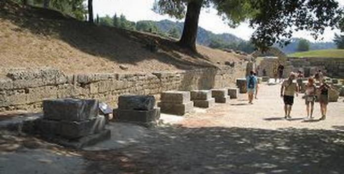 Λιποθυμίες επισκεπτών στην Αρχαία Ολυμπία λόγω έλλειψης κυλικείου!