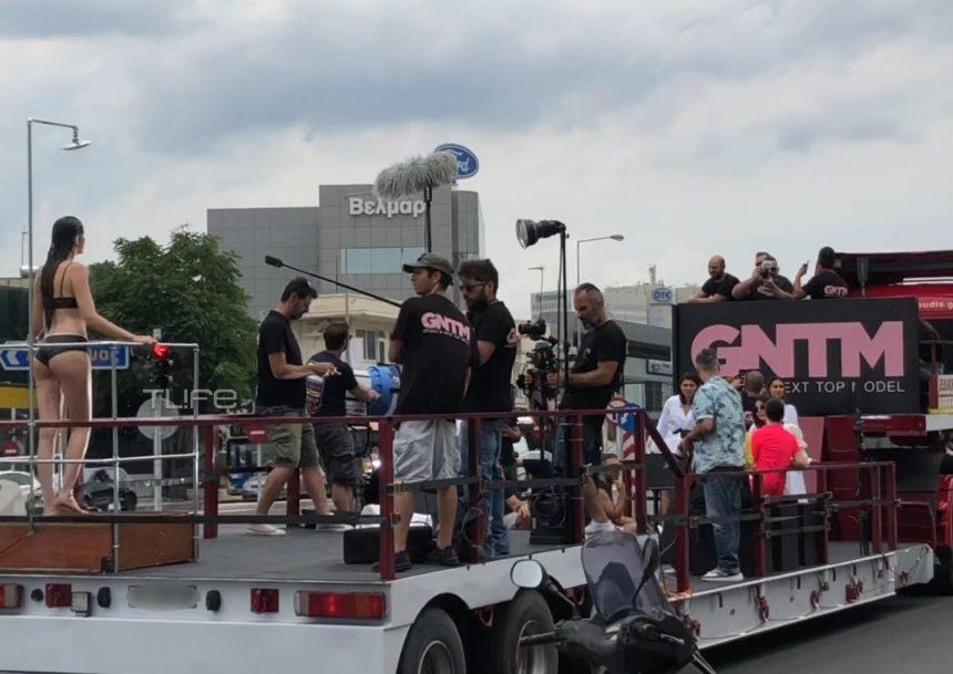 GNTM 2: Η ριψοκίνδυνη δοκιμασία των κοριτσιών πάνω σε κινούμενο φορτηγό – Αποκλειστικά βίντεο