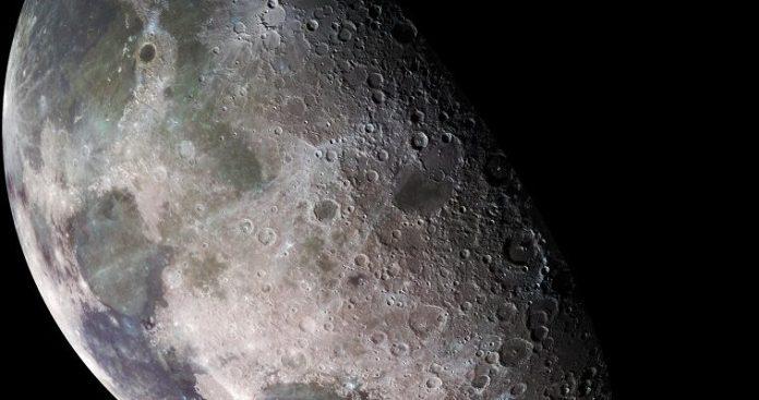 Κατά 4,51 δισ. χρόνια γηραιότερη είναι η Σελήνη…