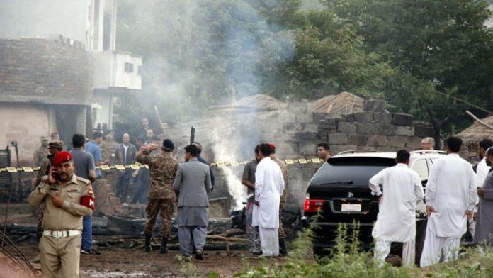 Πακιστάν: Στρατιωτικό αεροσκάφος κατέπεσε πάνω σε σπίτια (upd.)