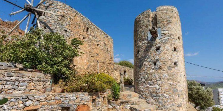 Ο ανεμόμυλος της Κρήτης που έγινε σε μια νύχτα γνωστός σε όλους τους Βρετανούς! | ΦΩΤΟ