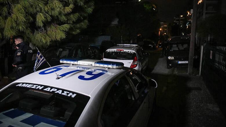 Λαμία: Βγήκε από το σπίτι και πυροβολούσε – Τραυματίστηκαν δύο γείτονές του