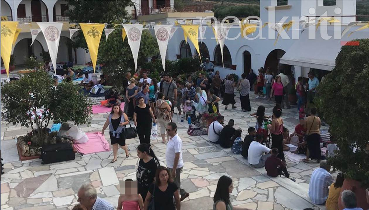 Αγία Μαρίνα: Μέγα πλήθος πιστών προσκυνά και γονυπετής στην χάρη της – Live