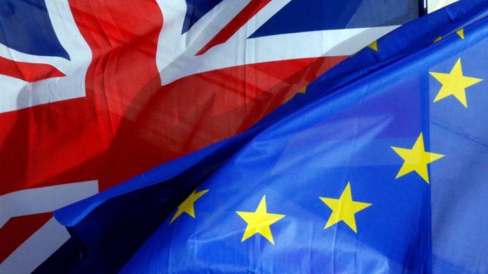 """Η ΕΕ δεν """"εντυπωσιάζεται"""" από απειλές για Brexit άνευ συμφωνία…"""