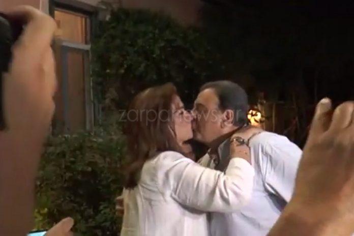 Ντόρα Μπακογιάννη: Το φιλί στον Ισίδωρο και στην Αλεξία, η συγκίνηση και τα τραγούδια | Video