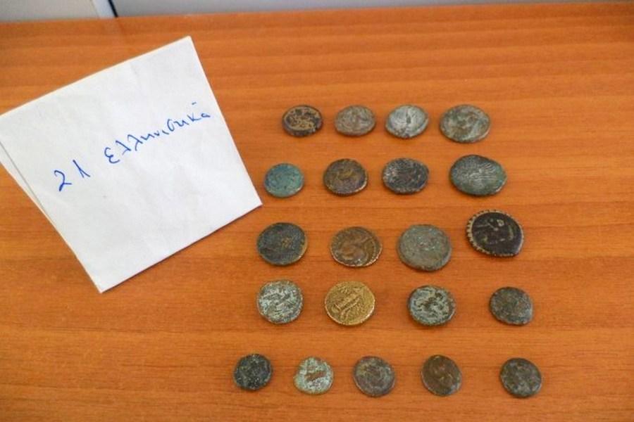 Συνελήφθη τούρκος υπήκοος με 1.055 αρχαία ελληνικά νομίσματα μέσα σε… μπουκάλια νερού (video)
