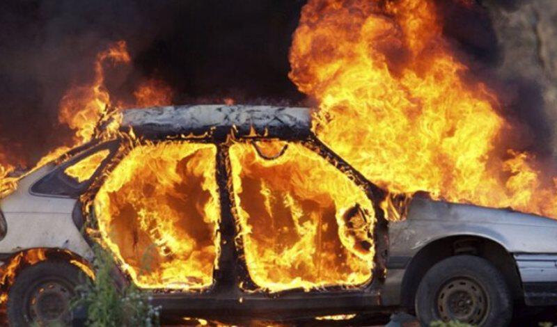 Τέσσερις φωτιές σε αυτοκίνητα κατά της διάρκεια της νύχτας