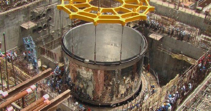 Το Ιράν θέτει πάλι σε λειτουργία πυρηνικό αντιδραστήρα