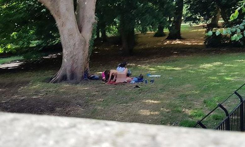 Ακατάλληλες εικόνες: Έκαναν όργιο σε πάρκο μέρα – μεσημέρι! (pics)