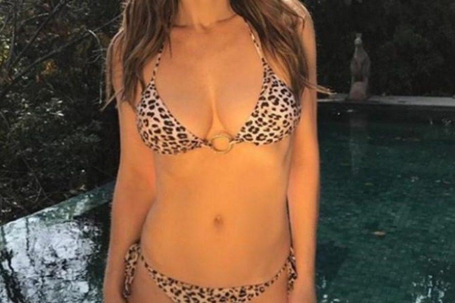 Γνωστή ηθοποιός ποζάρει γuμνή μέσα στη πισίνα