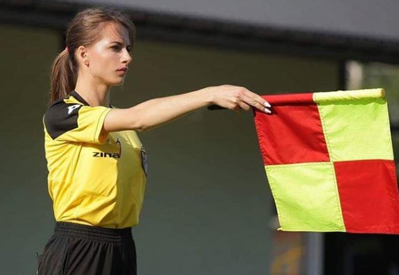 Αυτή είναι η πιο σέξι διαιτητής στην Ευρώπη (photos)