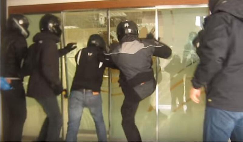 Ρουβίκωνας κατά Χρυσοχοϊδη: Απειλεί με «αντίποινα»