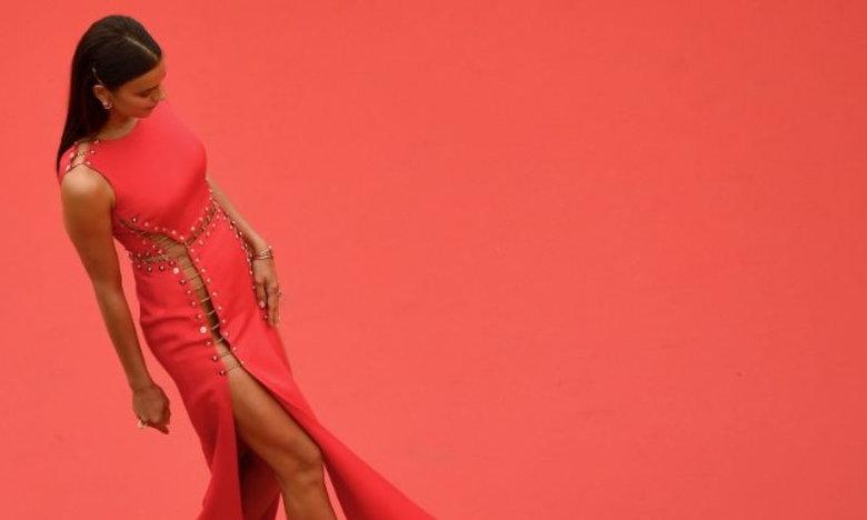Η Ιρίνα Σάικ εμφανίστηκε χωρίς εσώρουχα και έβαλε... φωτιά στις Κάννες (pics)