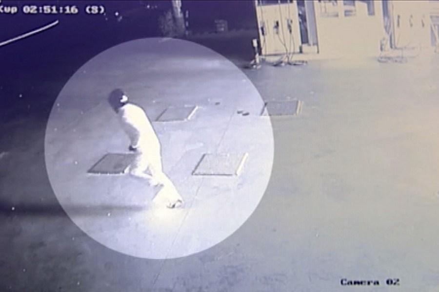 Βίντεο – ντοκουμέντο: Άνδρας πυρπολεί βενζινάδικο στα Άνω Λιόσια και αρπάζει ο ίδιος φωτιά