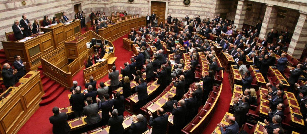 Τα μεσάνυχτα η κυβέρνηση παίρνει ψήφο εμπιστοσύνης: Ποια είναι τα 10 πρώτα ν/σ μέχρι το τέλος του έτους (live)