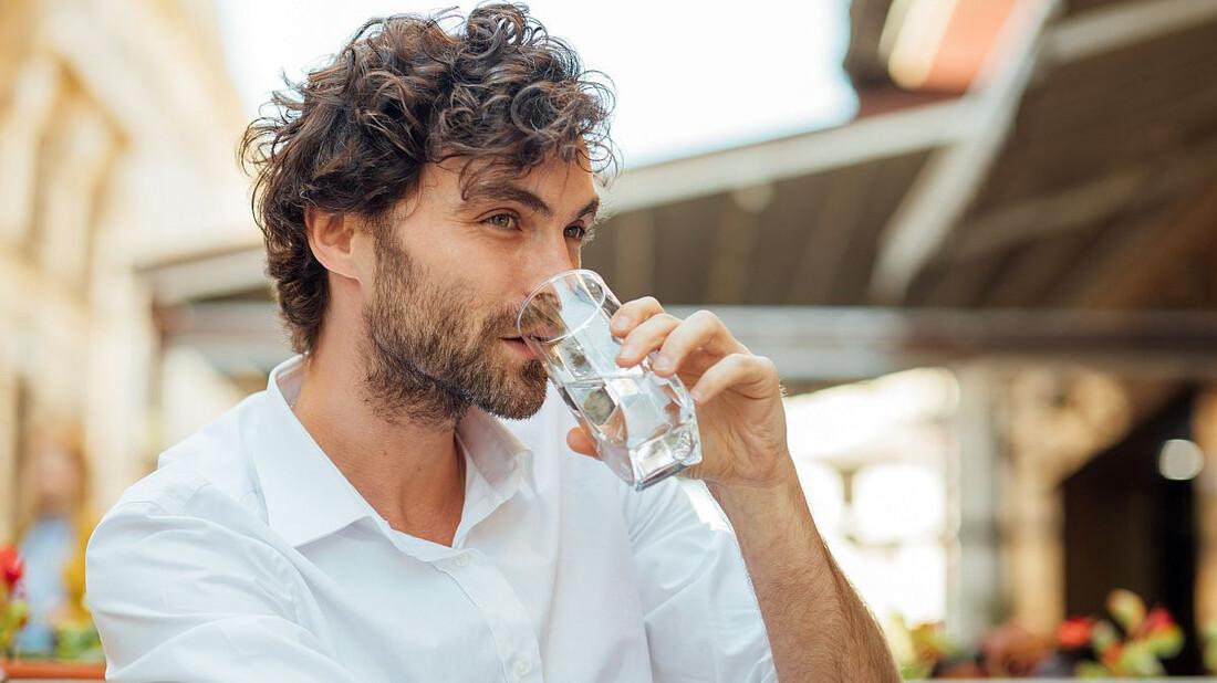 5 οφέλη που σου δίνει η πρωινή κατάποση του νερού