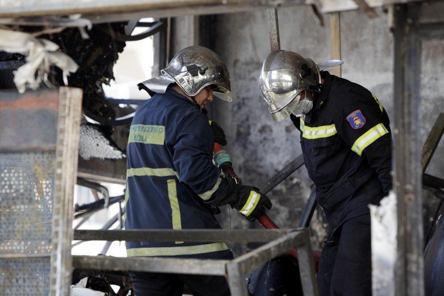 Πυρκαγιά σε καφέ επί της λεωφόρου Βουλιαγμένης – Καταστράφηκε ολοσχερώς, υποψίες για εμπρησμό