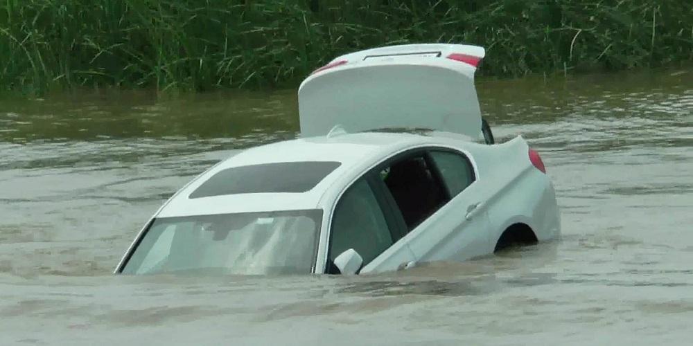 18χρονος ρίχνει την νέα του BMW σε ποτάμι διότι …ήθελε Jaguar [βίντεο]