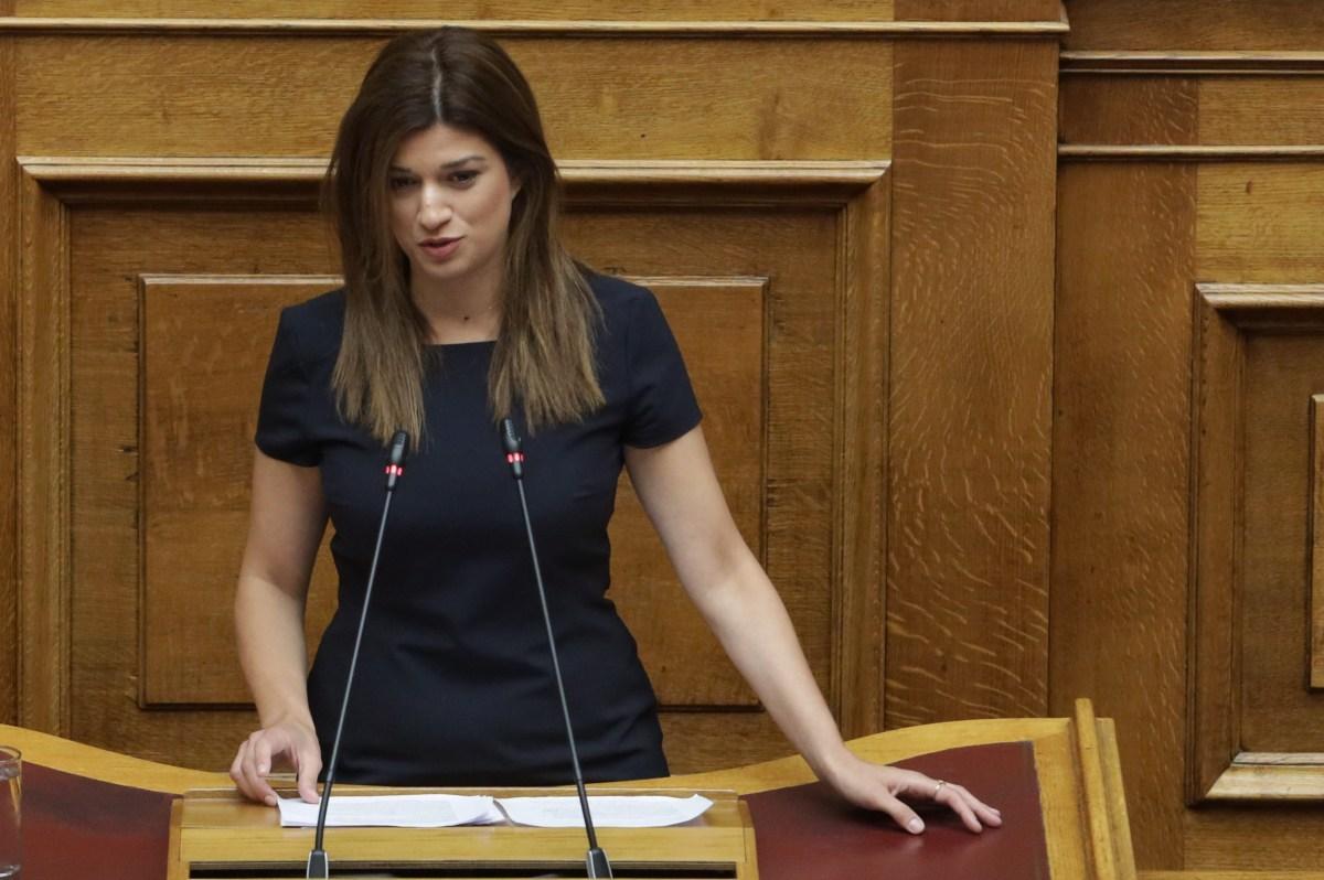Έσταξε «φαρμάκι» η Νοτοπούλου: Το μόνο επείγον στο πολυνομοσχέδιο είναι η αμοιβή της Γκερέκου