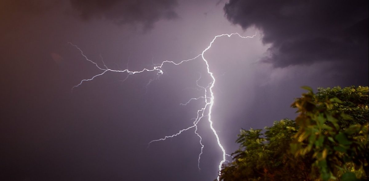 Νομός Μαγνησίας: Καταρρακτώδης βροχή και πτώσεις κεραυνών