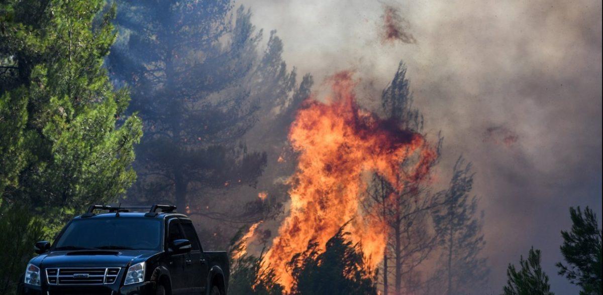 Φωτιά στην Εύβοια: Εκκενώθηκαν τέσσερα χωριά – Μάχη για να σωθούν σπίτια (vid)