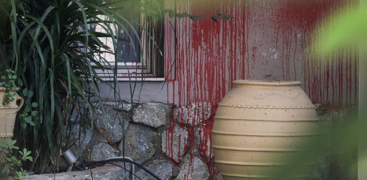 Επίθεση του Ρουβίκωνα σε γνωστό εστιατόριο στο Χαλάνδρι