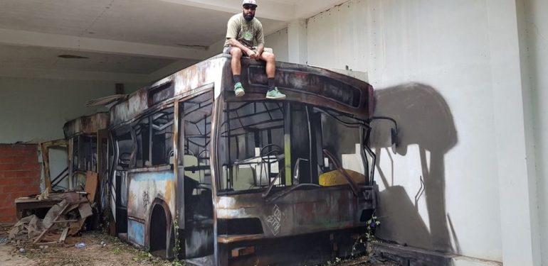 Αν πιστεύετε ότι αυτός ο άνδρας κάθεται πάνω σε λεωφορείο, γελιέστε οικτρά… | ΦΩΤΟ