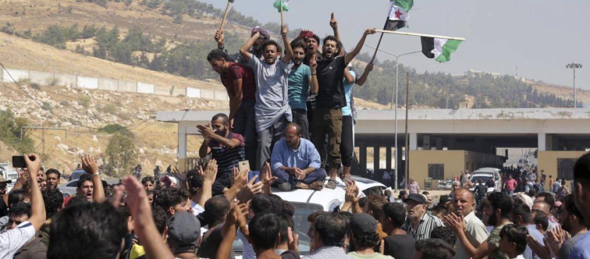 Χάος στα τουρκοσυριακά σύνορα – Τζιχαντιστές σε Ερντογάν: «Μας πρόδωσες» – Ανοιξαν πυρ οι τουρκικές δυνάμεις (βίντεο)