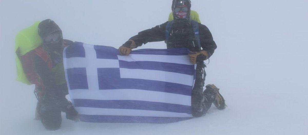 H MYA «κατακτάει» τον Καύκασο: Η ελληνική Σημαία κυμάτισε στην ψηλότερη κορυφή της Ευρώπης (φωτό)