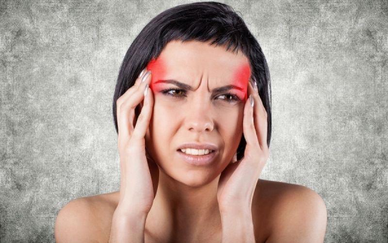 Πόνος στα μηνίγγια: Τι σημαίνει και τι να κάνετε