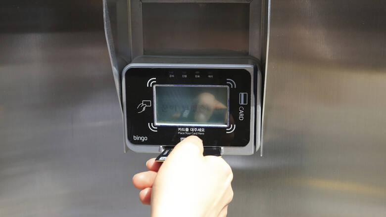 Πληρωμές με κάρτα: Έρχονται αυστηρότεροι κανόνες – Τι αλλάζει από τον Σεπτέμβριο