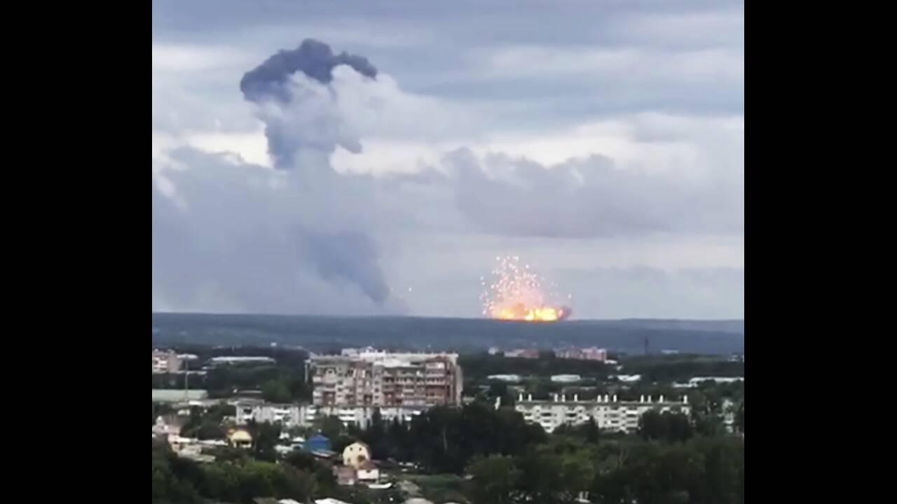 Εκρήξεις και πυρκαγιά σε αποθήκες πυρομαχικών στη Σιβηρία – Eκκενώθηκαν οικισμοί