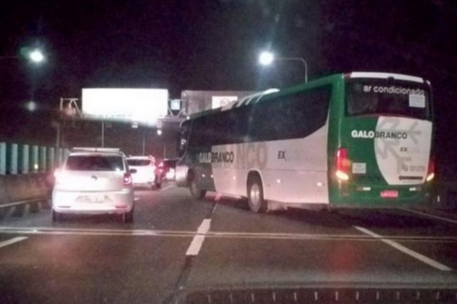 Βραζιλία: Ένοπλος κρατούσε ομήρους επιβάτες λεωφορείου – Τον σκότωσε η αστυνομία (video)