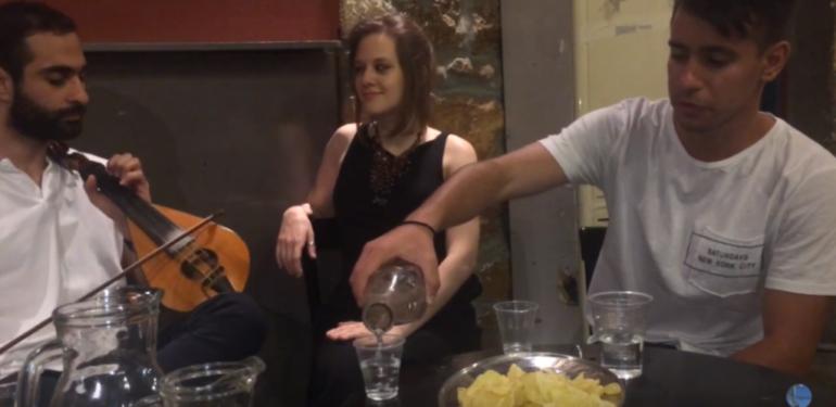 Τροχαία στην Κρήτη: Μια παρέα νεαρών σε καλεί να πιεις από την «Κούπα της Ζωής»! | ΒΙΝΤΕΟ